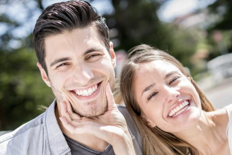Акция на отбеливание зубов для пары